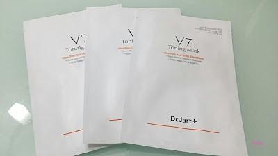 最近收到韓國Dr.Jart V7維他命亮白面膜  本身我都好喜歡這個優質的品牌  今次試用這個新產品  日日都對著陽光不單流走水份同易曬黑  所以肌膚都要補一補 Dr Jart+ V7 Toning...